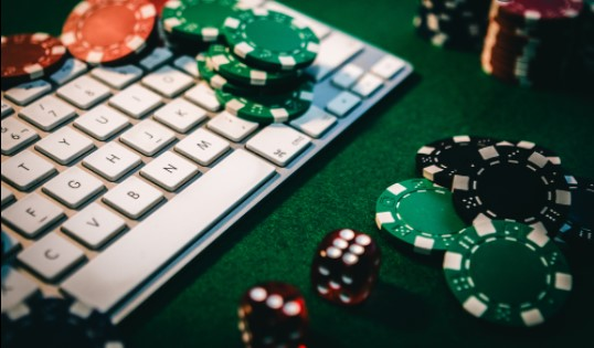 Online Poker – Playing Poker Over One Table Simultaneously